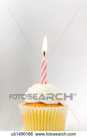 Stock Bilder Cupcake Mit Geburtstag Kerze U51490166 Suche