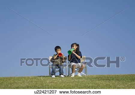 9b0982598a4 Παιδιά, λόγια, με, μεγάφωνο Αποθήκη Φωτογραφίας   u22421207   Fotosearch
