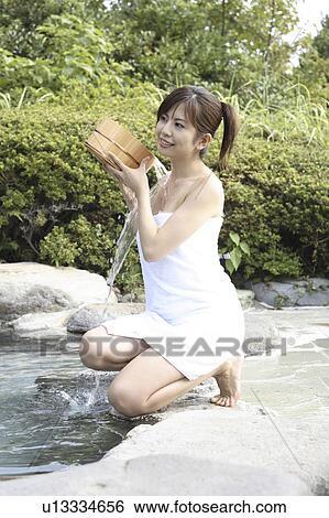 日本の女性, ずぶ濡れである, ∥, 野外の, 浴室 画像コレクション ...