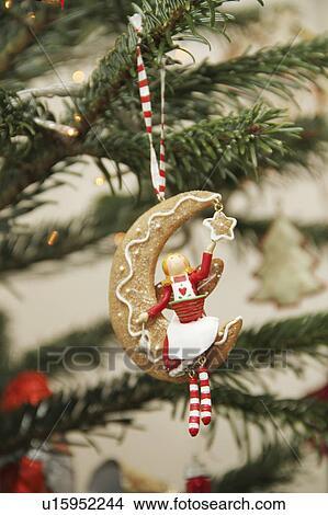 Stock Foto Essbare Weihnachtsdeko Auf Baum Mit Madchen