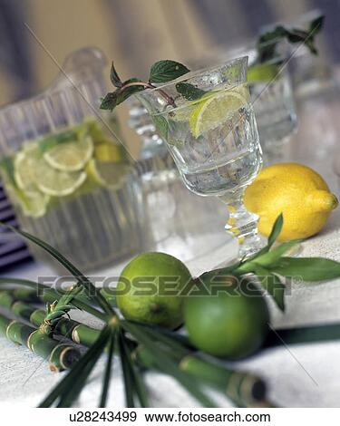 Stock Photograph Of Zitronentee Wasser Getrank Limetten Zitrone