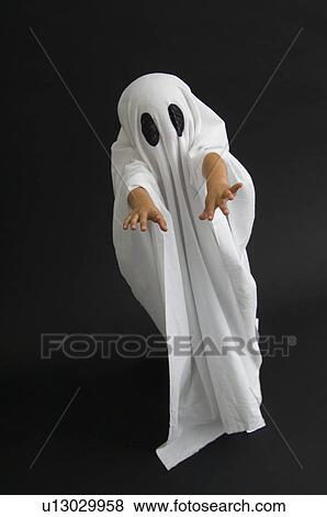 Child in ghost costume & Pictures of Child in ghost costume u13029958 - Search Stock Photos ...