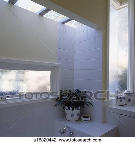 fenetre toilette top dimension with fenetre toilette design habillage de fenetre images aixen. Black Bedroom Furniture Sets. Home Design Ideas