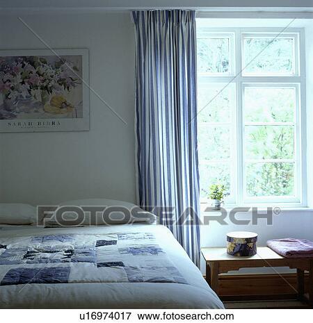 Beeld - blue+white, gestreepte, gordijnen, en, venster, in, huisje ...