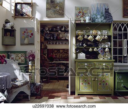 Images d coration florale peint sur petit vert commode dans petite maison cuisine - Decoration florale maison ...