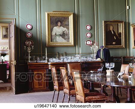 Credenza Da Parete : Archivio fotografico dipinti su verde panelled pareti in