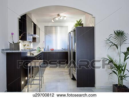 Küche Grauer Fußboden ~ Stock foto grauer gekachelt fussboden in modernes schwarz