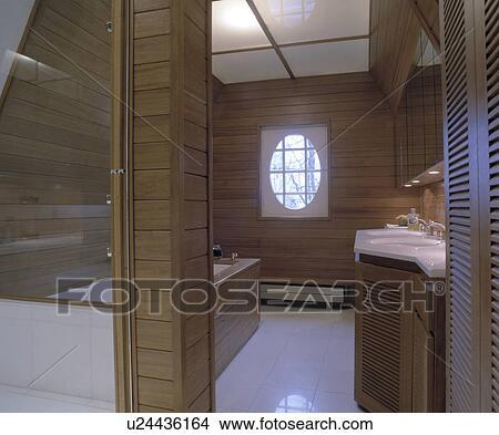 Stock Foto - hippe, hout, panelled, badkamer, met, ondoorzichtig ...