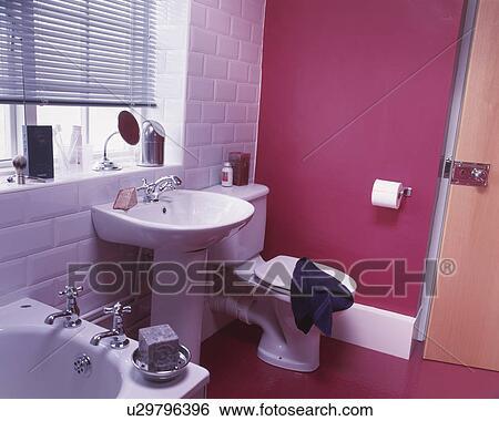Intérieur, wc, toilettes, salles bains, moderne, rose, ville, bains,  lavage, laver, baignoire, bain, toilettes, toilettes, vestiaire Banque de  ...
