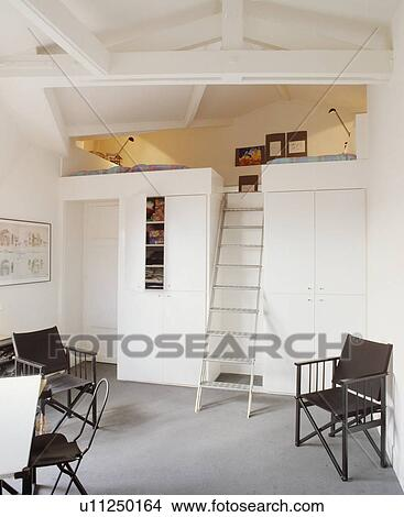 Image   Métal, échelle, Escalier, à, Mezzanine, Chambre à Coucher,