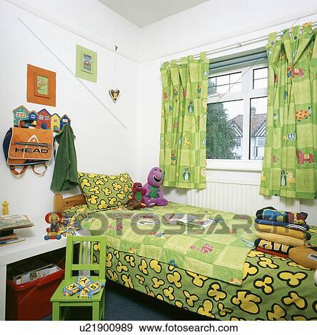 Modelé, Vert, Couette, Et, Rideaux, Dans, Chambre Coucher Enfant, à, Vert,  Peint, Chaise Bois