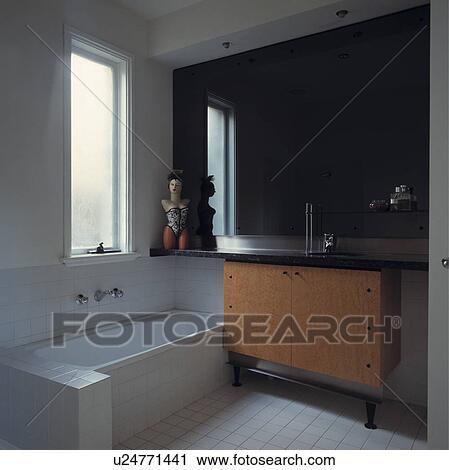 Moderne, noir blanc, salle bains, à, noir, granite-topped, bois, vanité,  unité Banque d\'Image