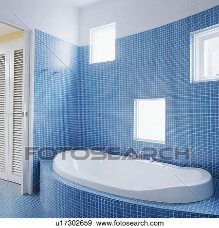 Moderno, blu, mosaico, pavimentato, bagno, con, bianco, bagno, set ...