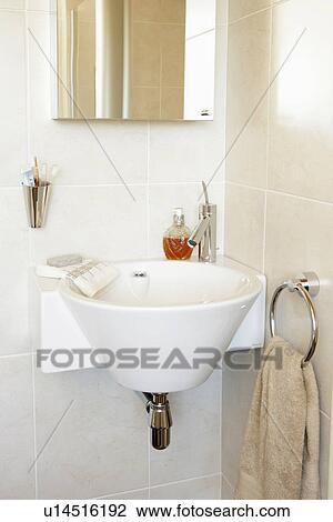 Archivio Fotografico - naturale, colorato, moderno, bagno, con ...