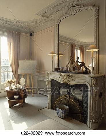Ornare, specchio, sopra, marmo, caminetto, in, tradizionale, francese,  soggiorno Archivio Fotografico
