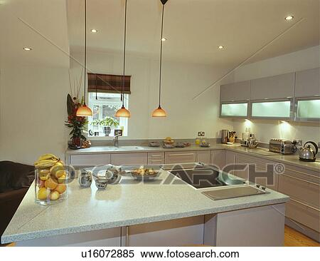 Pendant Lighting Above Island Unit With Halogen Hob In