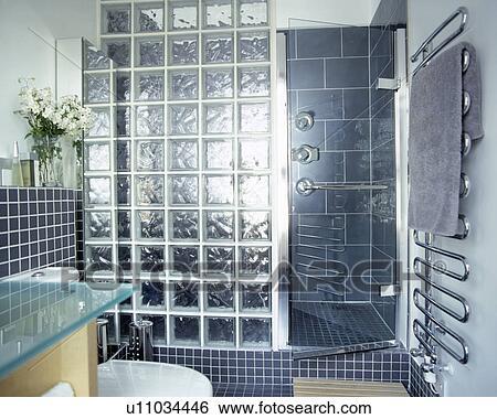 banque d'images - pleinement, carrelé, gris, salle bains, à ... - Bloc Verre Salle De Bain