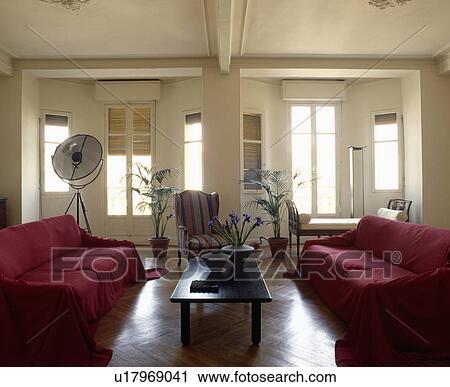 Stock Fotografie - rood, banken, in, traditionele, woonkamer, met ...