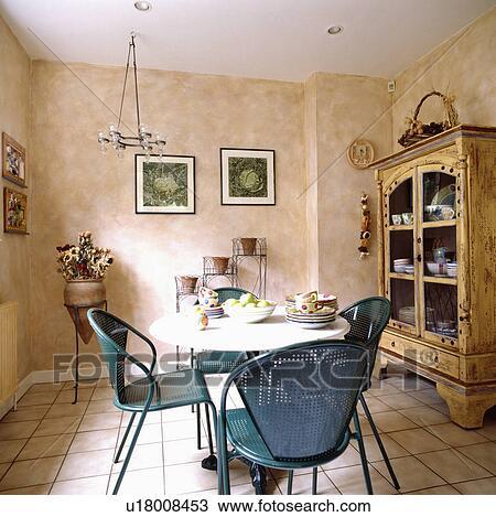Modernes, Blau, Metall, Stühle, In, Esszimmer, Mit, Marmoriert, Farbe,  Effekt, Wände, Und, Creme, Tiled Boden