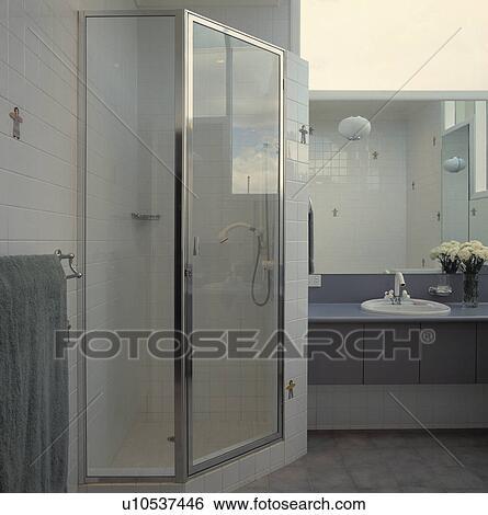 Verre, douche, cabinet, dans, moderne, blanc, et, gris, salle bains Banque  de Photographies