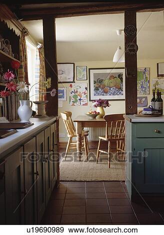 Archivio fotografico - vista, da, cucina, attraverso, porta, a ...