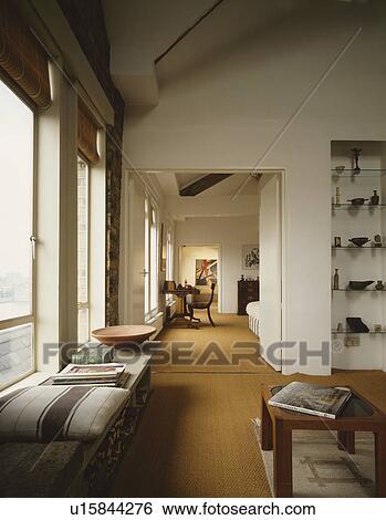 Windowseat Und Sisal Teppich In Moderner