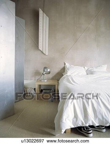 Beeld - witte, bedline, in, slaapkamer, met, het vouwen, metaal ...