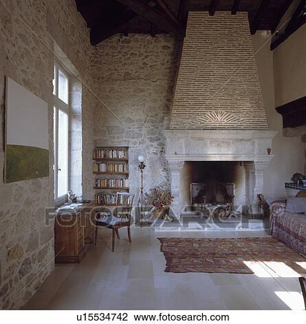 8, secolo, francese, soggiorno, con, pareti pietra, e, grande ...