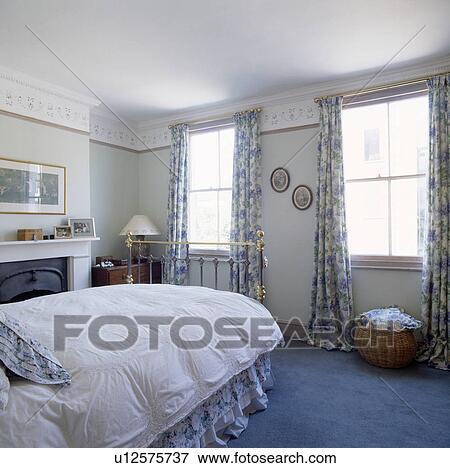 Beeld - blauwe, tapijt, en, floral, patterned, gordijnen, in ...