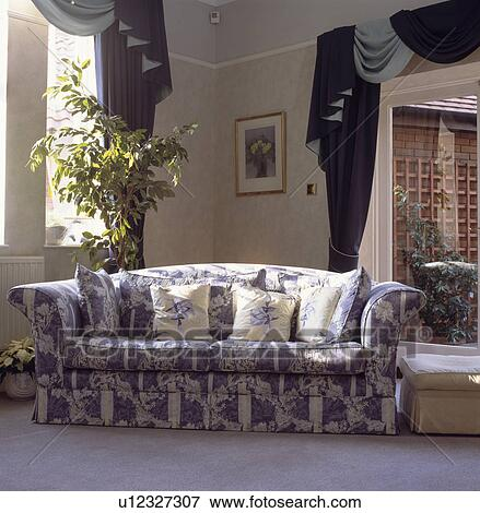 Tremendous Blue White Floral Sofa In Traditional Living Room Stock Gamerscity Chair Design For Home Gamerscityorg