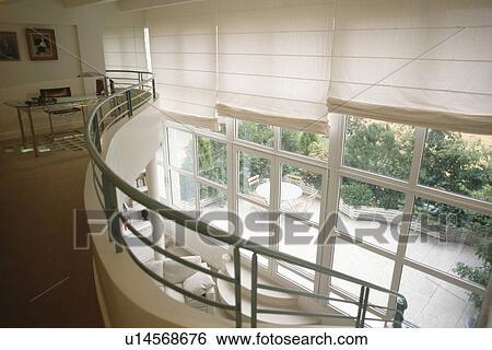 Banque d images bureau maison sur mezzanine à blanc abat