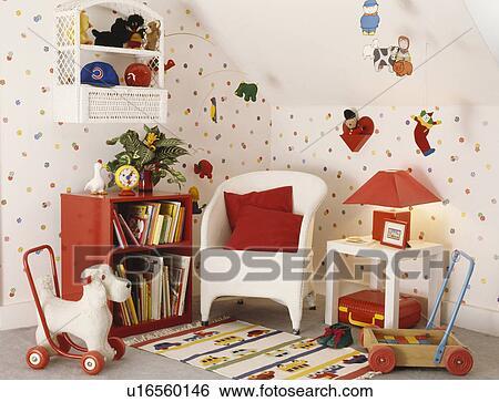 banque dimage chien jouet roues et blanc lloyd mtier tisser chaise rouges coussin dans enfants salle jeux tachet papier peint