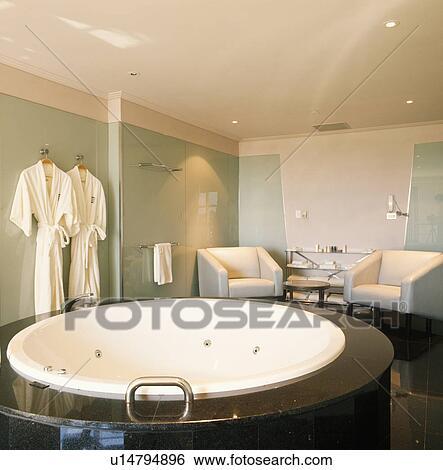 Circulaire, blanc, spa, bain, dans, moderne, salle bains, à, blanc ...