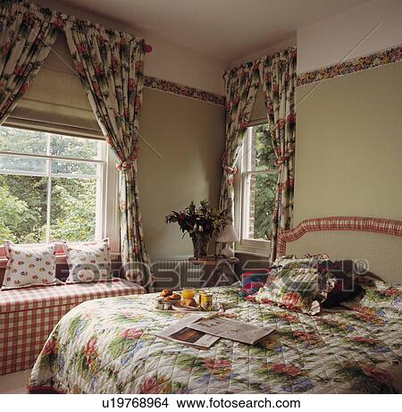 Cream Blinds And Red Green Fl Curtainatching Quilt On Bed In Bedroom With Wallpaper Border