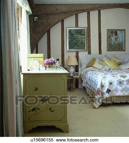 Crema, moquette, e, cassettiera, in, paese, camera letto, con ...