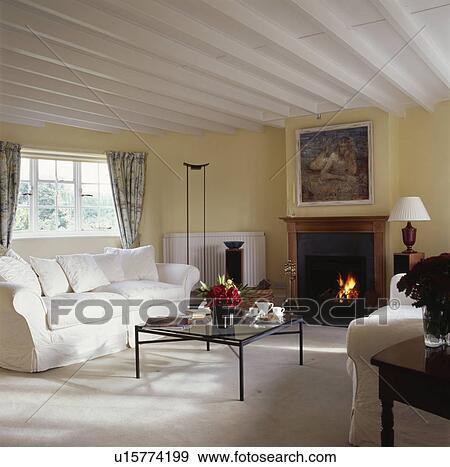 Stock Fotograf - creme, sofa, in, traditionelle, wohnzimmer, mit ...