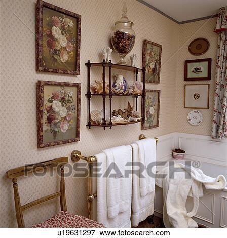 Floral, cuadros, en, o, lado, de, 3-tier, victoriano, pared, estante ...