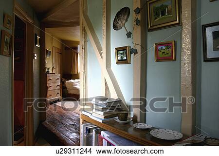 Stock foto geverfde muur balken in pastel blauwe huisje