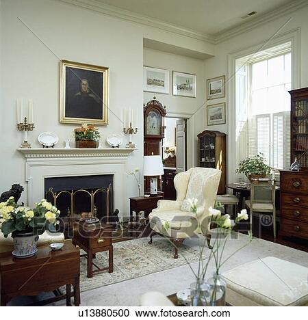 Stock Fotografie - leunstoel, naast, openhaard, in, traditionele ...