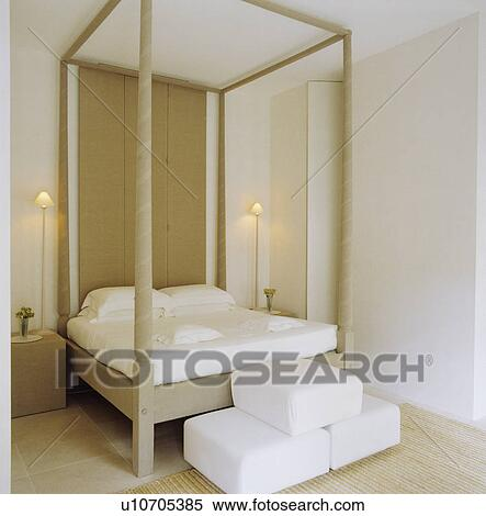 Moderne Blanc Chambre A Coucher A A Four Poster Bed Banques