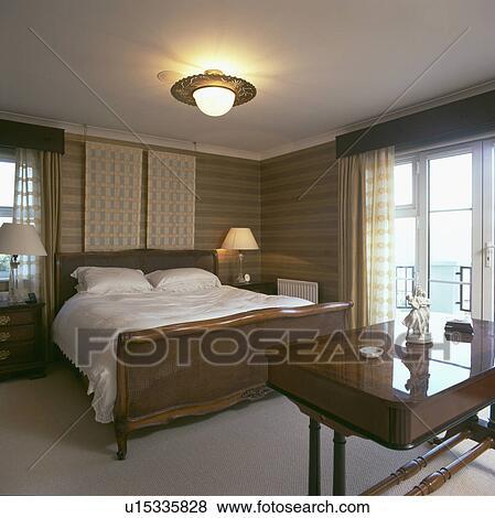 antik seng Billeder   puds, træ, antik, seng, hos, hvid, linned, ind, moderne  antik seng