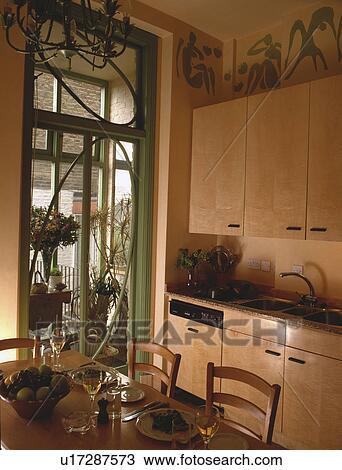 Sicomoro, legno, unità, in, casa a schiera, cucina, sala da pranzo, con,  verde, porte francesi, a, il, conservatorio Archivio Fotografico