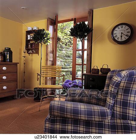 Stock Foto - topiary, loofbomen, in, potten, naast, frans deuren, in ...