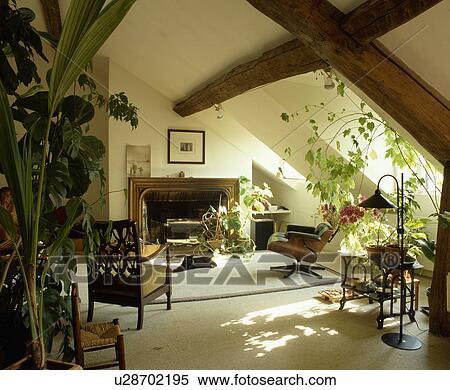 Stock Bild   Traditionelle, Creme, Dachgeschoss, Wohnzimmer, Mit,  Gestrahlt, Decke