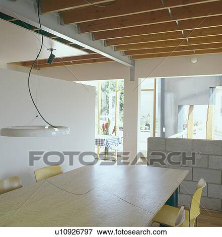 bild anh nger licht oben bla holz tisch in modernes openplan stadt esszimmer mit. Black Bedroom Furniture Sets. Home Design Ideas