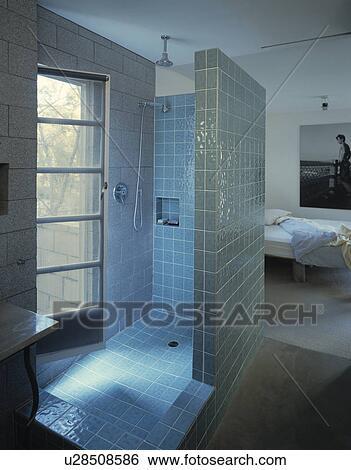 Banque d\'Images - bleu, carrelé, ensuite, douche, salle, dans ...