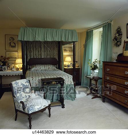 banque de photographies blue white toile de jouy chaise et blanc moquette dans pays. Black Bedroom Furniture Sets. Home Design Ideas