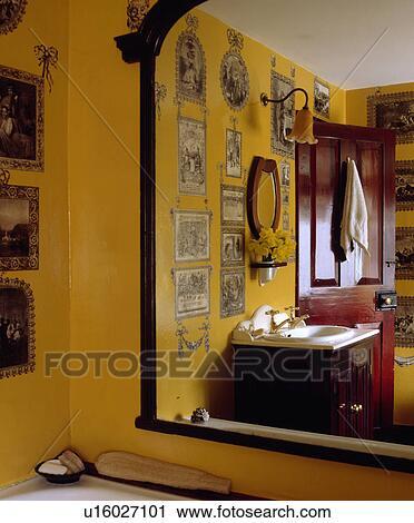 Grande, specchio, con, riflessione, di, black+white, decoupage ...