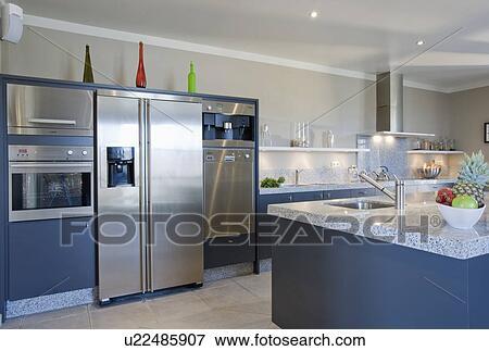 Kühlschrank Groß : Bild groß rostfreier stahl kühlschrank tiefkühlschrank in