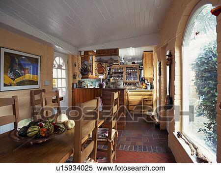 Banque Dimage Long Table Bois Et Chaises Dans Cuisine Salle